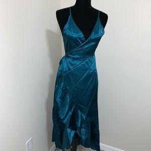Dresses - 🎉HP 🆕 Emerald Green Ruffle Dress ✨